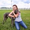 Rúzsa Magdi agarakkal és versenylóval melegít a Derbyre