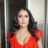 Salma Hayek bőrruhában, szőke parókával pózolt
