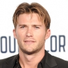 Scott Eastwood a Hugo Boss arca — fotók