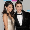 Selena féltékennyé akarja tenni Biebert