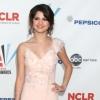 Selena Gomez esetlen a vörös szőnyegen