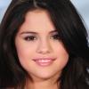 Selena Gomez frizurát váltott
