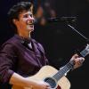 Shawn Mendes megérkezett Magyarországra: ellepték a rajongók a Deákot