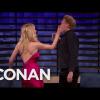 Sophie Turner megpofozta Conan O'Brient
