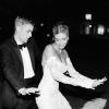 Sosem látott esküvői fotókkal ünnepelte a házassági évfordulóját Hailey Bieber