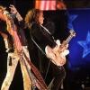 Steven Tyler leesett a színpadról