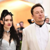 Szakított Grimes és Elon Musk