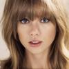 Taylor Swift letörte a fogát a mikrofonnal