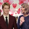 Taylor Swift nem szeretné elsietni a dolgokat Joe Alwynnal