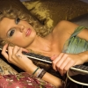 Taylor Swift pucér képek miatt perel