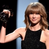 Taylor Swift tarolt az iHeartRadio Music Awardson