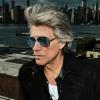 """""""Tedd, amit tudsz"""" – Jon Bon Jovi együtt ír dalt az emberekkel, mosogat az éttermében a koronavírus-járvány miatt"""