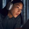 Több mint 200 ezer forintos fejhallgatót dobott piacra az Apple