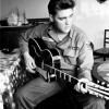 Több mint 75 sztár próbálhatta fel Elvis ikonikus napszemüvegét