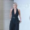 Tom Ford divatbemutató: Miley Cyrus merész fekete szettben jelent meg