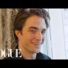 Új illat és divatbemutató: így telik Robert Pattinson egy napja Párizsban