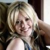 A dalszövegírásban is kiveszi részét Hilary Duff