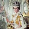 Újragondolták II. Erzsébet királynő rubintokkal díszített koronázási cipőjét