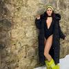 Vanessa Hudgenst nem zavarja a hideg: fürdőruhában fotózkodott a hóban