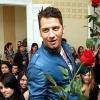 Vastag Csaba rózsákat osztogatott