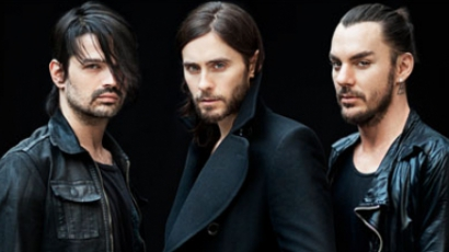A 30 Seconds To Mars flashmobbal tüzeli fel Londont