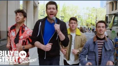 A Jonas Brothers meglepte New York járókelőit