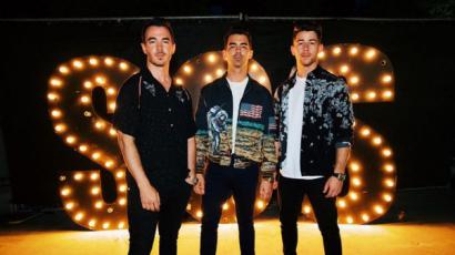 A Jonas testvérek vicces videóban utánozták a Kardashianokat