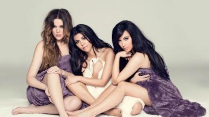 A Kardashian lányok rátámadtak egy férfire?