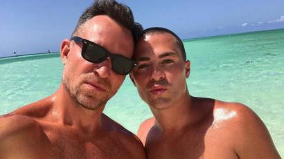 A Karib-szigeteken romantikázik vőlegényével Colton Haynes