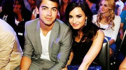 A rajongók követelik Demi és Joe kapcsolatát
