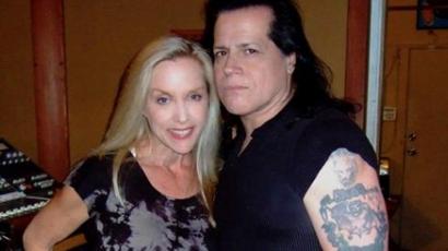 A The Runaways egykori énekese és Glenn Danziggel duettezik