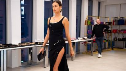 A Versace kulisszái mögött: így próbálgatták az új kollekciót a modellek