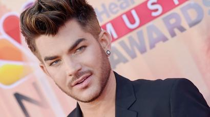 """Adam Lambert: """"Feküdtem már le nővel, és nagyszerű volt"""""""
