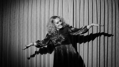 """Adele """"60-as évek"""" bulival ünnepelte 31. szülinapját"""