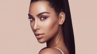 Alaposan kitette a melleit Kim Kardashian