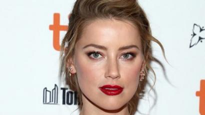 Amber Heard megmutatta, hogyan kell viselni a pezsgőszínt