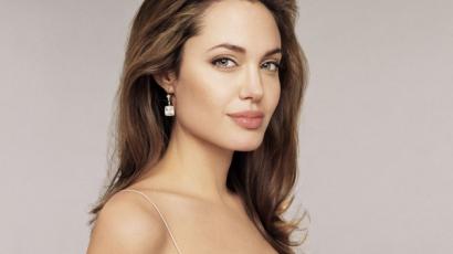 Angelina Jolie a negyedik esküvőjére készül?