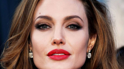 Angelina Jolie irtó dühös lett Brad Pittre a randija miatt