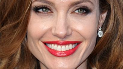 Angelina Jolie kezelésre szorul