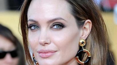 Angelina Jolie még mindig dühös Brad Pittre