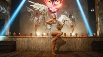 Angyalként térnek vissza a Little Mixes lányok: a pocakjuk is jól látszik a klipben