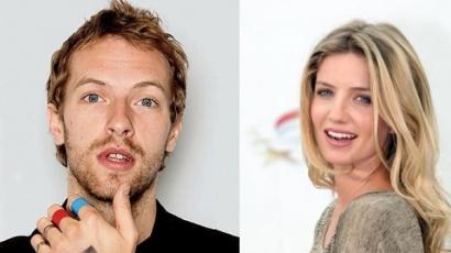 Annabelle Wallisszal vigasztalódik Chris Martin