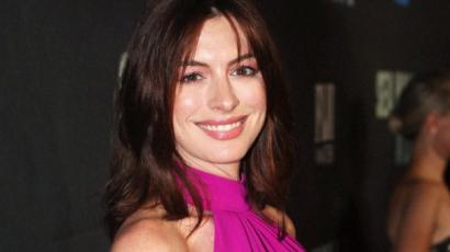 Anne Hathaway ismét megmutatta kerekedő pocakját