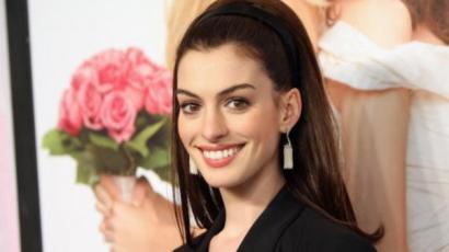 Anne Hathaway keltheti életre Barbie-t