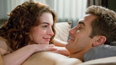 Anne Hathaway már nem fél levetkőzni