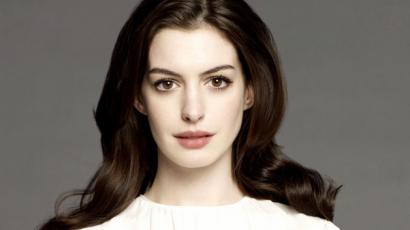 Anne Hathaway megmutatta a kisfiát