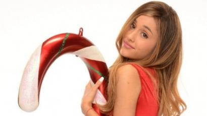 Ariana Grande karácsonyi meglepetéssel jelentkezett