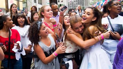 Ariana Grande önmaguk elfogadására biztatja rajongóit
