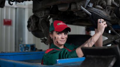 Autós szerszámok és szerszámok autószerelő műhelybe