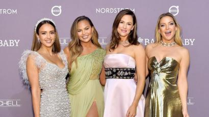 Baby2Baby gála: közös fotón tündökölt Chrissy Teigen, Jennifer Garner, Jessica Alba és Kate Hudson